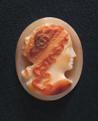 Камея на морской раковине