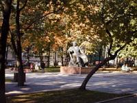 Памятник И.А. Крылову на Патриарших прудах в Москве