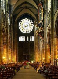 Собор парижской богоматери (собор Нотр-Дам-де-пари) внутренний вид