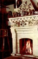 Библиотека с камином в экспозиции Поленово